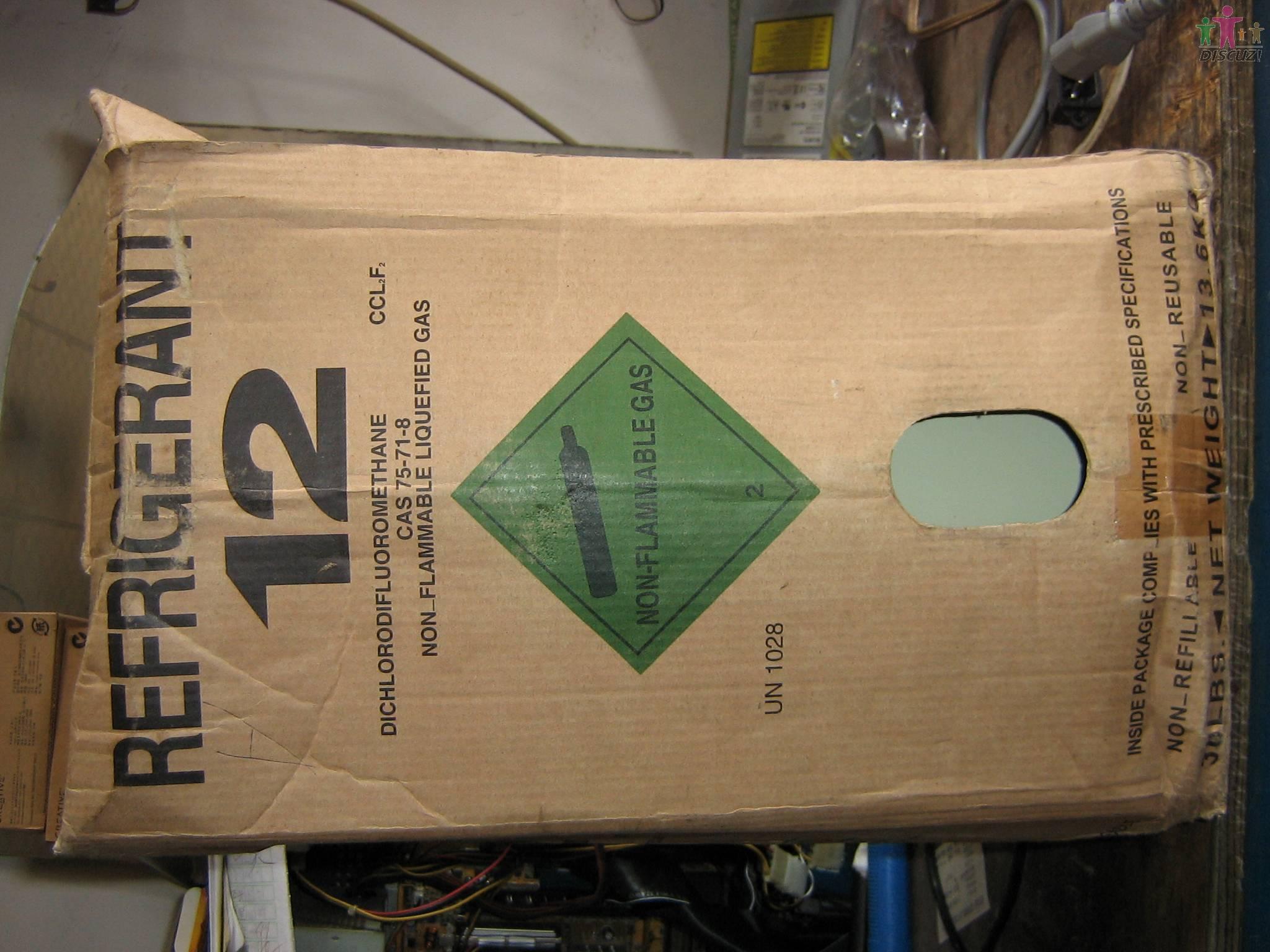 今天修了一台格力空调的线路板,客户懂点电器,拿板看了一会,说我并没有修,是怎么弄好的。我确实修了,大家看看我换了什么?  ---------------------------------  修后的板 --------------------------------- 换了个长长的集成块。因为旁边两个IC没有插座,而长长的那个有个插座,估计是楼主换的。 --------------------------------- 换了个室内机风机电容器。。。。。。。 ------------------------