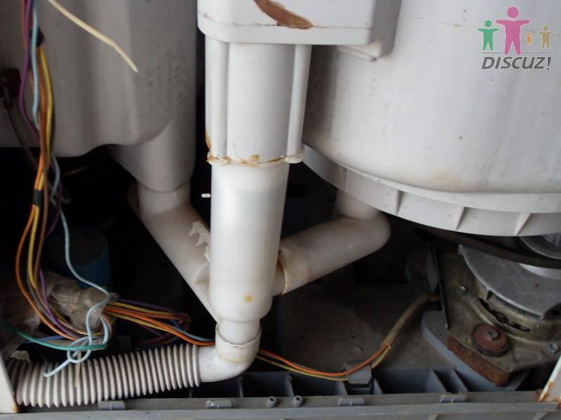 这台洗衣机的排水阀门坏了,可是排水阀门在洗桶里面,请教修过的师傅